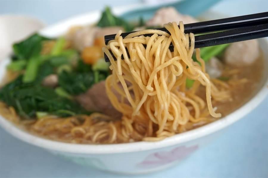 糖尿病患需要控制血糖,不少人會選擇避開精製白米、麵。(摘自達志影像)