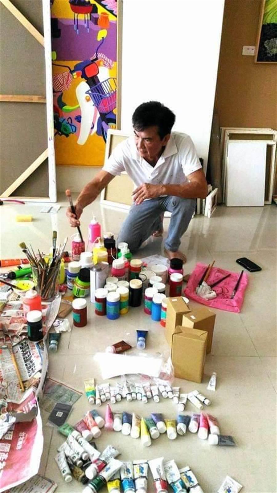 李小飛近年沉浸在畫畫世界。倪有純提供
