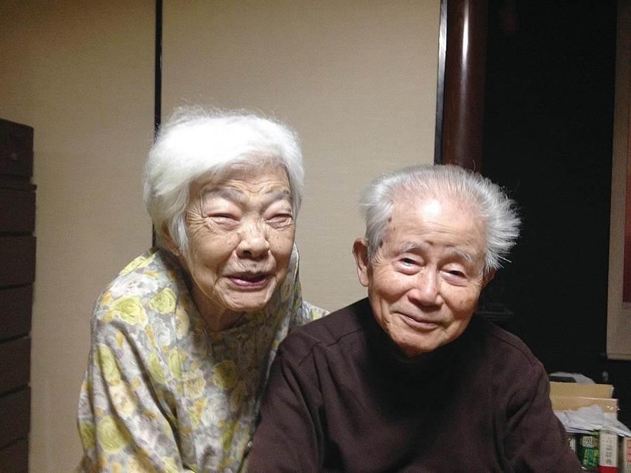 日本紀錄片《我變笨了,請多多指教。》,拍攝年邁夫妻共同對抗失智症的歷程。(車庫娛樂提供/王寶兒台北傳真)