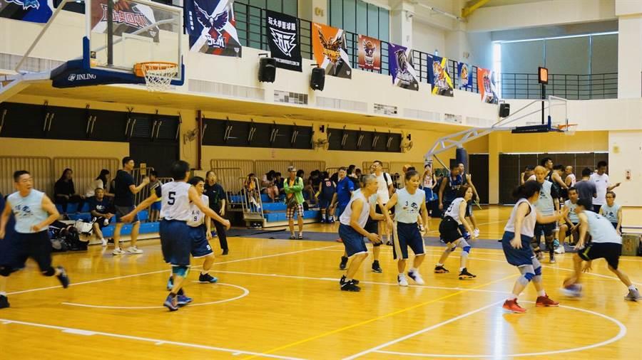 108年度躍馬盃國際籃球邀請賽,10日至12日在靜宜大學舉辦,吸引香港、泰國、馬來西亞等各國共46隊參加。(台中市政府提供/陳世宗台中傳真)