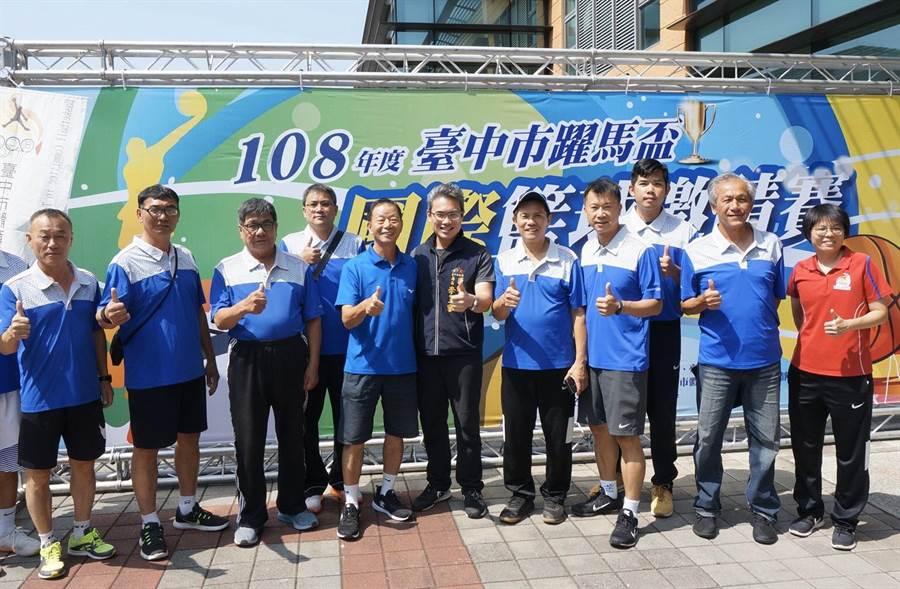市府運動局長李昱叡代表市長盧秀燕到場關心賽事,也為選手加油打氣。(台中市政府提供/陳世宗台中傳真)