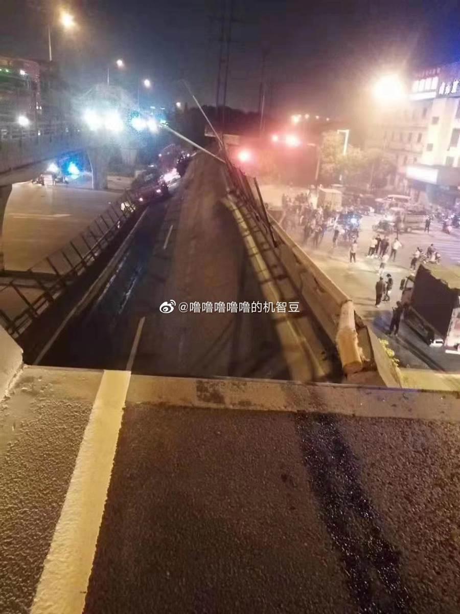 江蘇無錫312國道往上海方向高架橋坍塌。(取自新浪微博@嚕嚕嚕嚕嚕的機智豆)