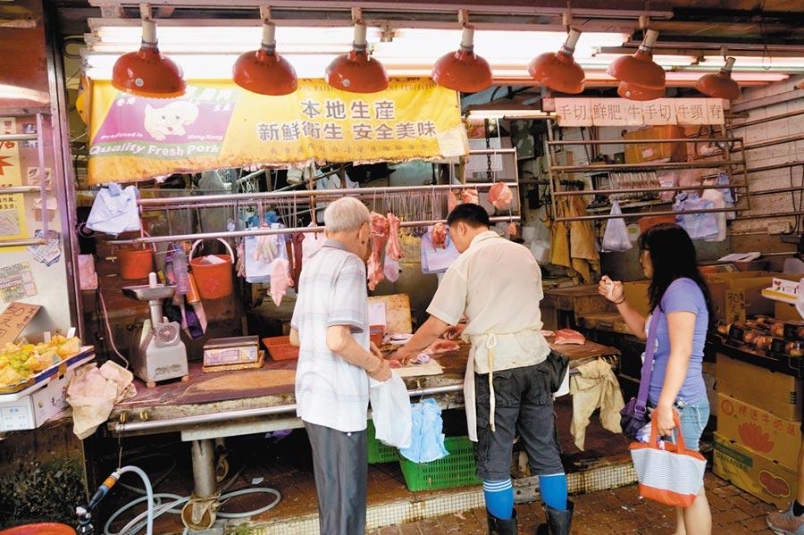 機構預測大陸9月CPI增幅均值為2.8%。圖為民眾購買豬肉。(中新社)