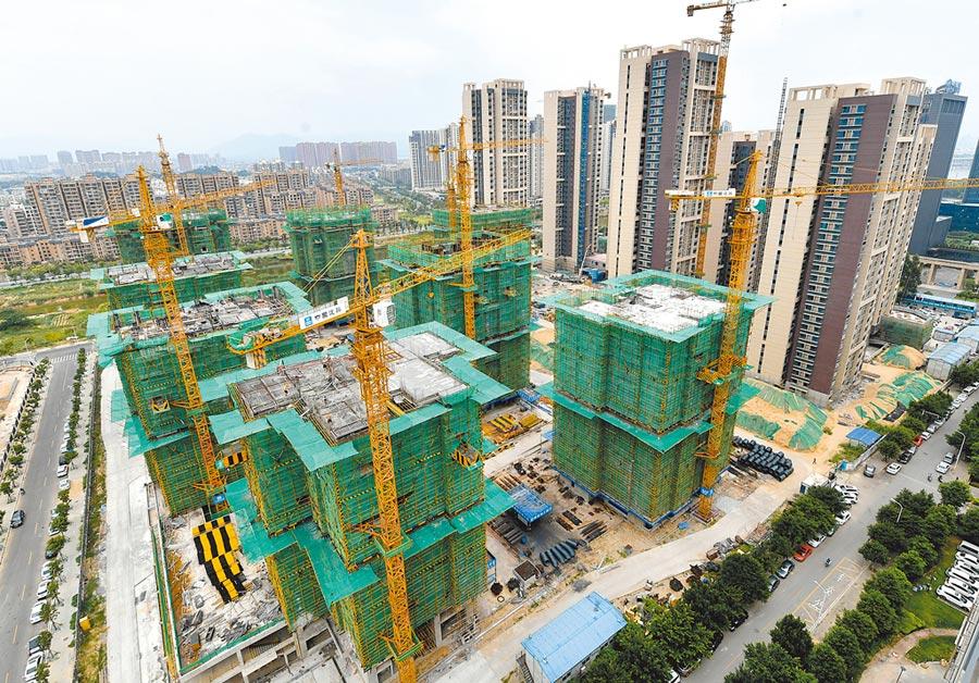 十一期間大陸各線城市房屋成交量都回升。圖為福州一處興建中的大樓。(中新社資料照片)