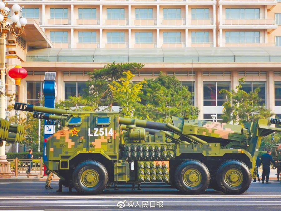 155毫米車載加榴炮。(取自新浪微博@人民日報)