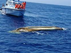 發現小型舢舨翻覆 海巡確認垃圾或船體