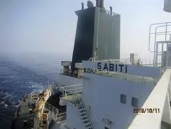 油輪遭2飛彈攻擊爆炸 伊朗疑沙國幹的