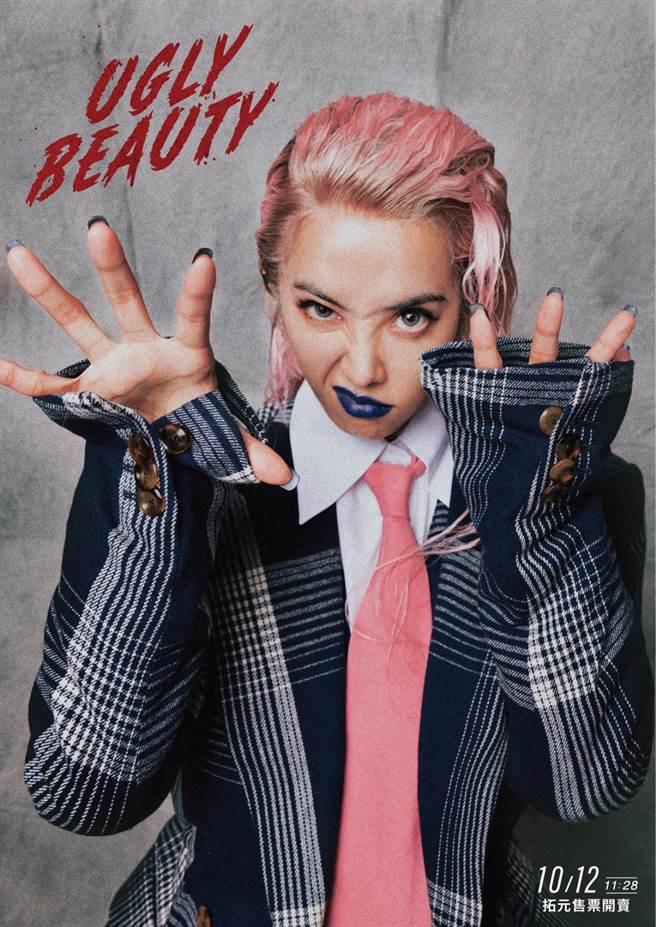 蔡依林巡迴演唱會12日門票將開賣,宣傳照中對著鏡頭張牙舞爪,呼應昨她臉書po文「Let me Taste your FEAR」。(凌時差提供)