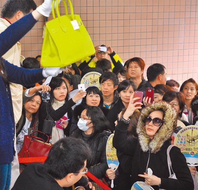 秦庠鈺被扣的16個愛馬仕柏金包,2012年拍賣1000多萬,北院裁准沒收。(本報資料照片)