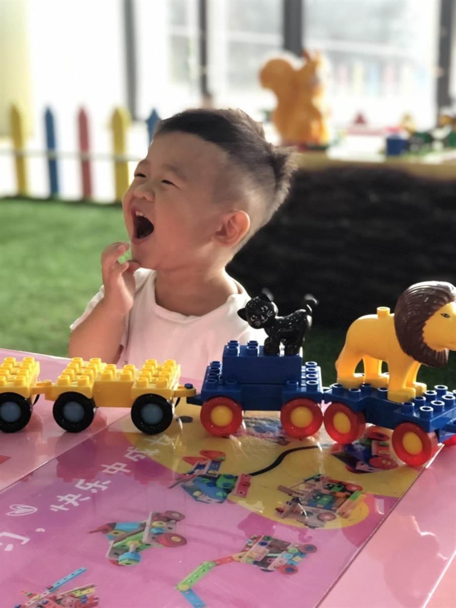「兒童交通安全教育中心」引進許許多腦力激盪的益智玩具,讓小朋友訓練手腦協調能力。(麗寶國際賽車場提供/王文吉台中傳真)