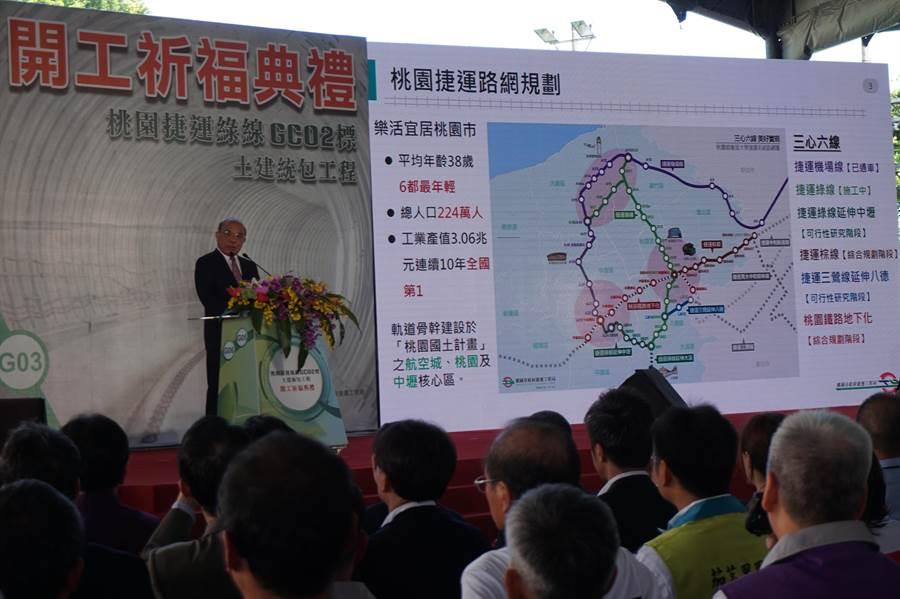 行政院長蘇貞昌預言,綠捷通車的時候,鄭文燦極有可能以總統身分參加。(甘嘉雯攝)