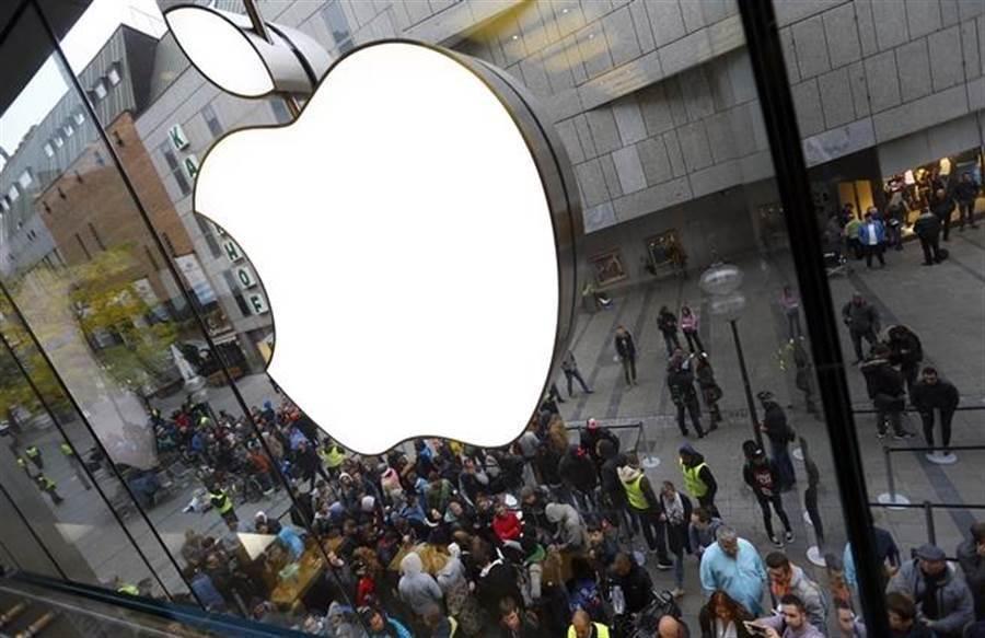 蘋果公司在中國官媒批評後,將香港抗爭地圖App下架,卻視為是挺中舉動。(圖/達志影像)