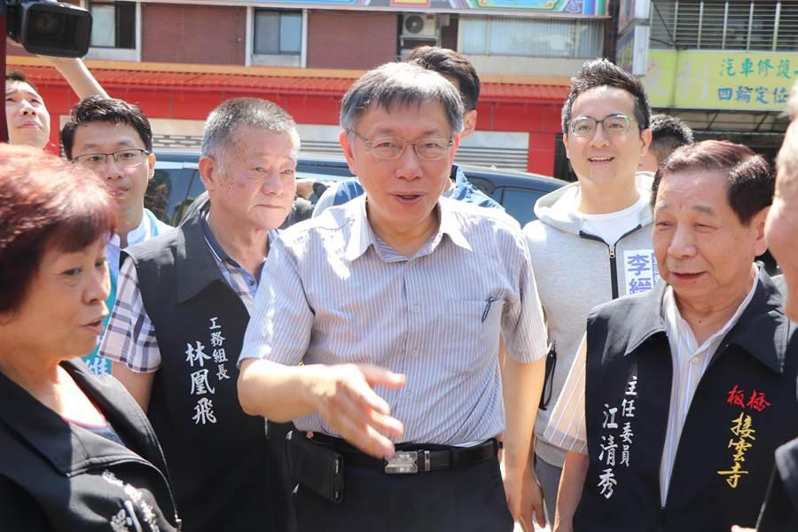 台北市長柯文哲今(11)日至板橋為民眾黨立委參選人吳達偉站台。(吳亮賢攝)