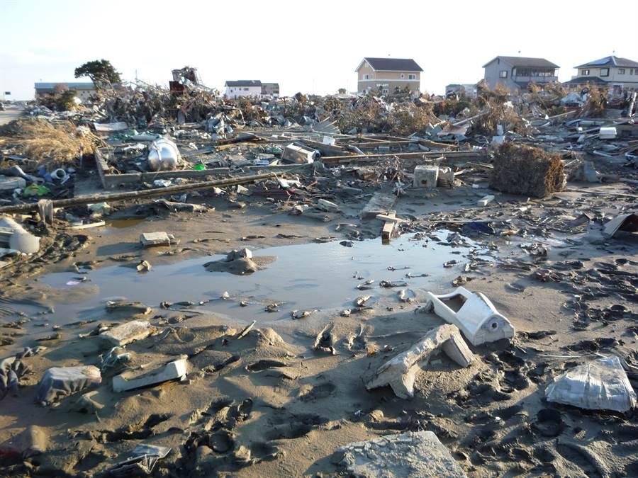 2011年3月11日發生東日本大震災,宮城縣石卷市災情慘重。(shutterstock@)