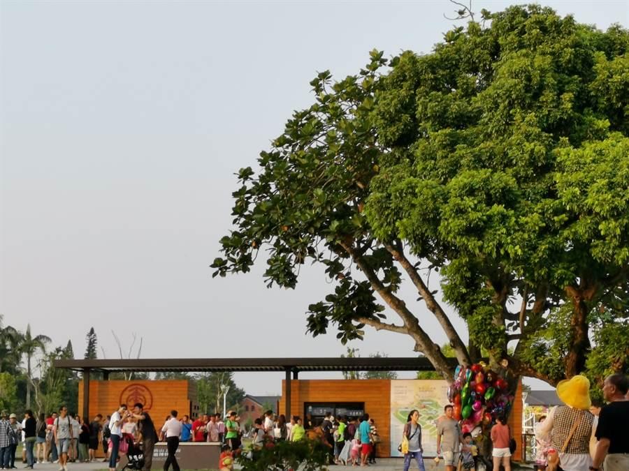 台南山上花園水道博物館11日開幕,吸引4萬3千多名遊客入園。(劉秀芬攝)