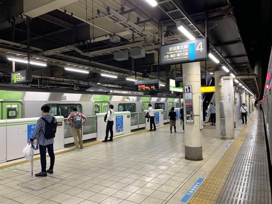 東京民眾防颱徹底,小周末晚間不到10點車站就空盪盪。(黃菁菁攝)