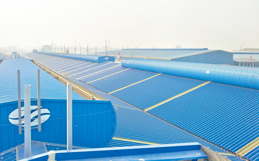 大柱國際工程設計專利導流式排煙氣樓(屋頂上方)強制排除上升的熱空氣、引入清爽空氣。圖/業者提供