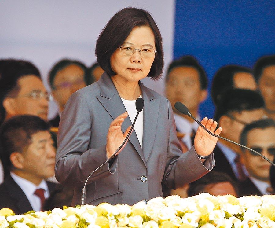 蔡英文總統致詞時強調,「中華民國台灣」非藍也非綠,就是整個社會最大共識。(范揚光攝)