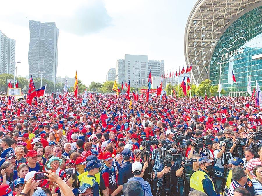 韓國瑜16日起展開全台傾聽之旅。圖為高市府10日舉辦國慶升旗典禮,吸引上萬民眾到場參與。(柯宗緯攝)