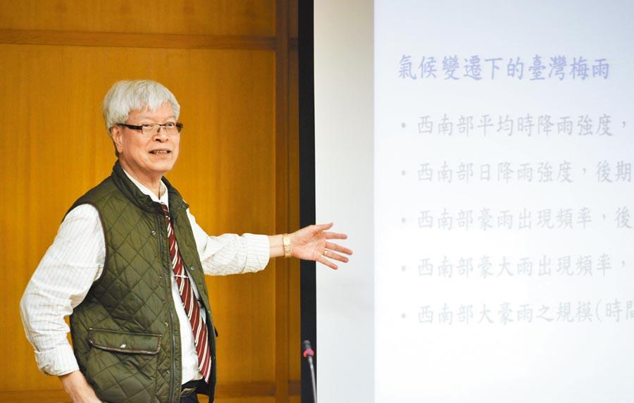 台大終身特聘教授陳泰然曾獲頒教育部資深優良教師獎。(教育部提供)