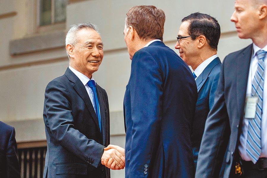 由大陸副總理劉鶴(左一)率領的陸方代表,將決定全球兩大經濟體未來走向。圖為今年5月雙方在華盛頓舉行商談。(美聯社)