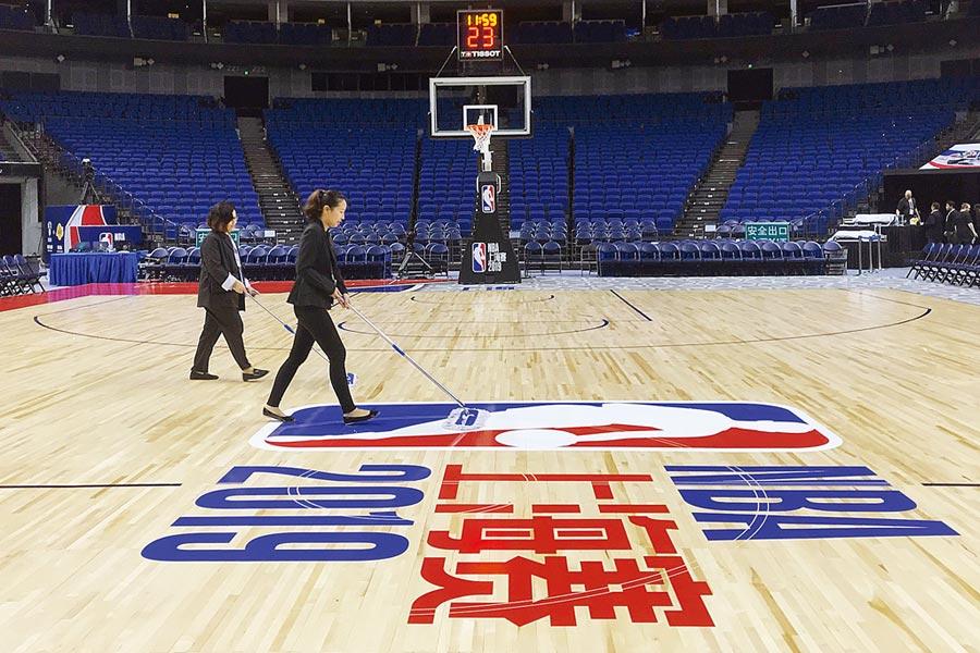 NBA上海賽如期開打。但川普總統首度回應NBA風暴,要聯盟自己解決問題。(路透)