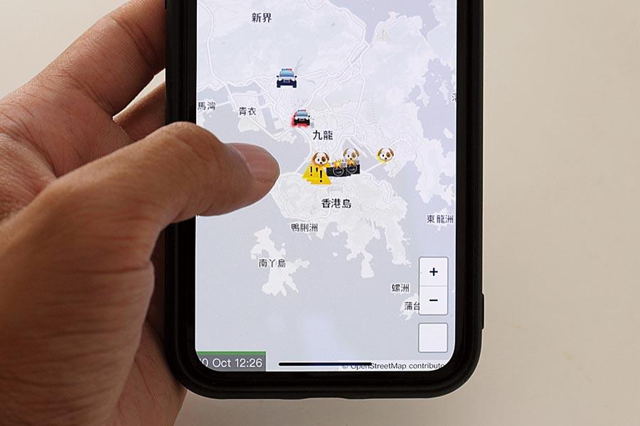 曾被大陸官媒點名批評,可以即時顯示警員及警車身處位置等的手機APP「HKmap.live即時地圖」,已被蘋果App Store下架(路透)