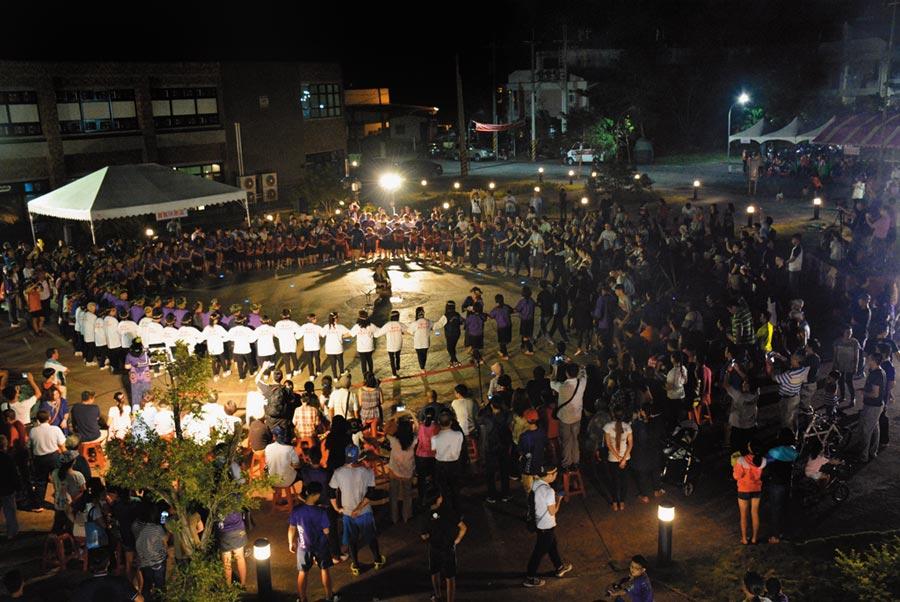 「小林大武壠族夜祭系列活動」將於10月13日登場,此前的夜祭活動場面壯觀。(高雄市文化局提供/林瑞益高雄傳真)