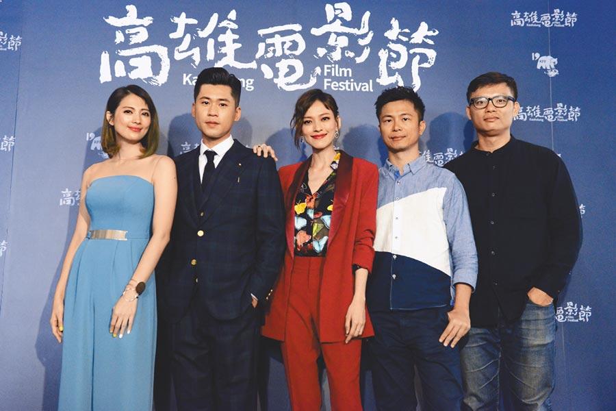 阿喜(左起)、黃迪揚、姚以緹、高炳權、徐國倫到雄影宣傳新片。(雄影提供)