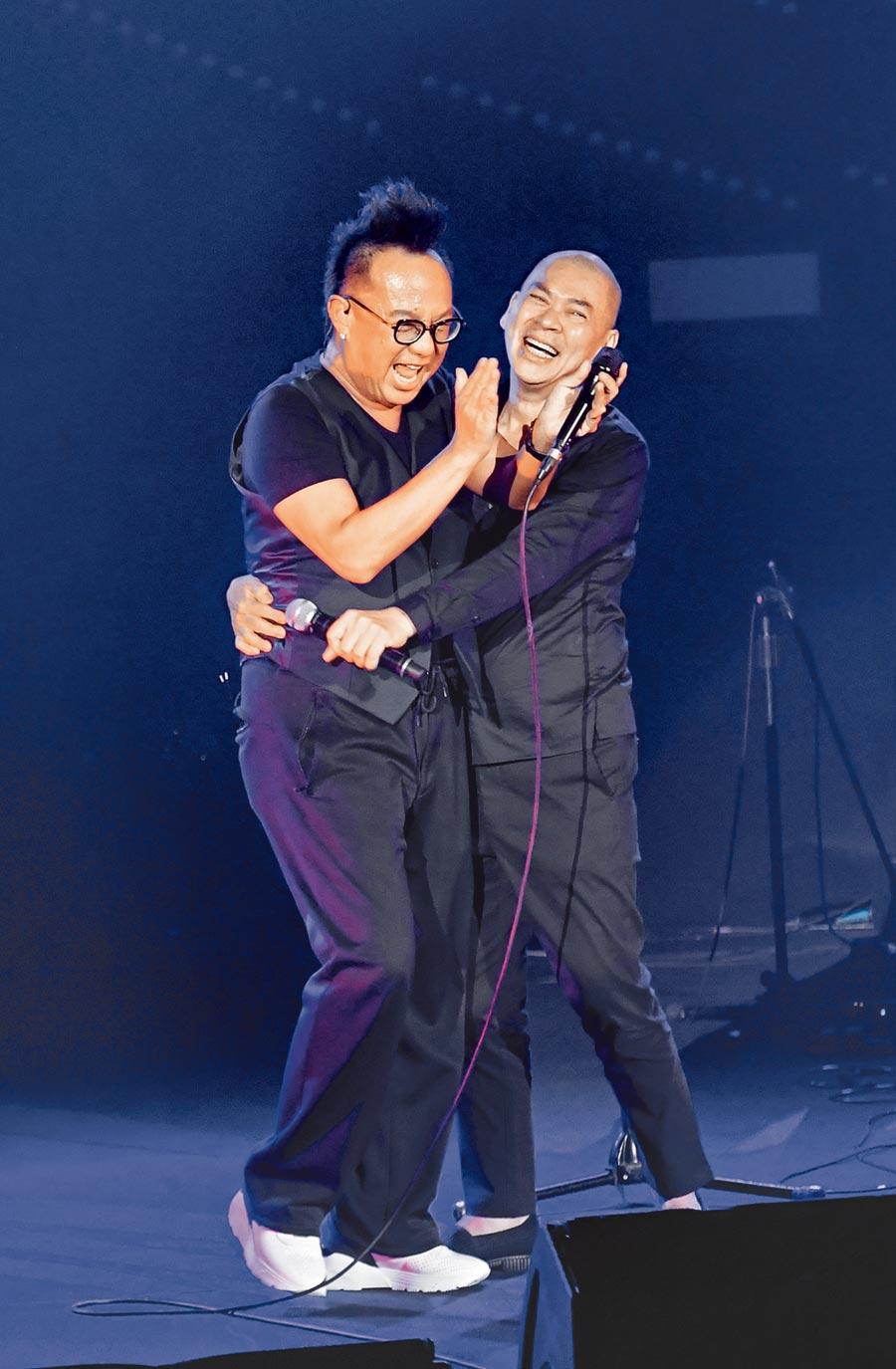 黃大煒(左)昨邀蔡明亮擔任嘉賓。(盧禕祺攝)