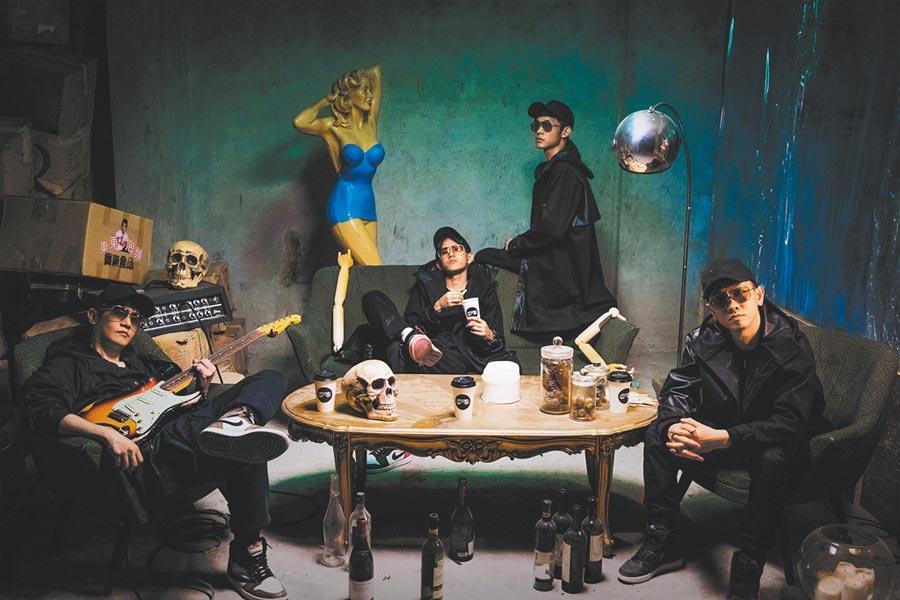 「眼鏡俠」樂團近來推出新歌〈Play蝦咪Game〉。(Mo Chen陳彥奇提供)