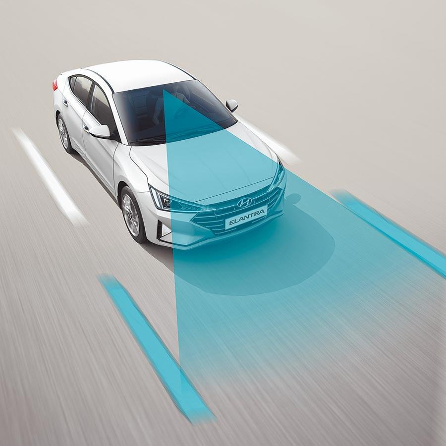 HYUNDAI ELANTRA搭載LKA車道偏移輔助、LDW車道偏移警示。(南陽實業提供)