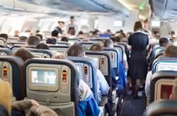 男子飛機上掏出手槍 嚇壞空姐頭毛