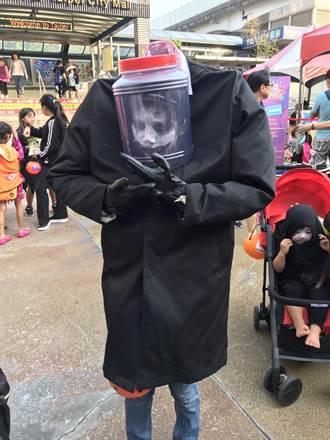 柯P缺席柯爸柯媽代打 台北後站批客嘉年華鬼影幢幢造型很吸睛