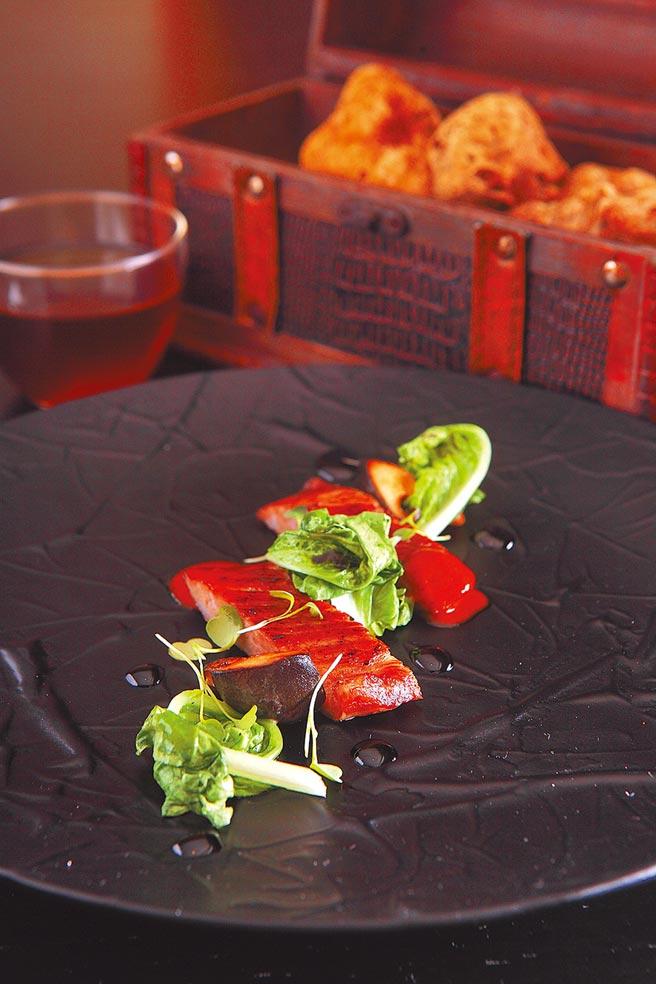 豚肉黃金澄清湯及白松露。(三二行館提供)