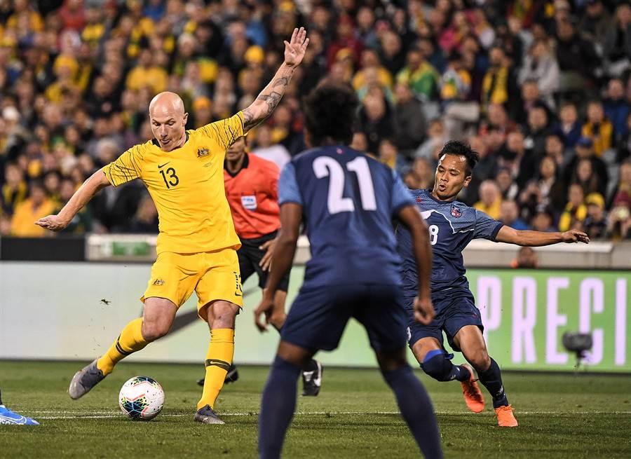 效力於英超布萊頓的澳洲中場球星莫伊(左),對中華隊之戰可能先休息。(路透)