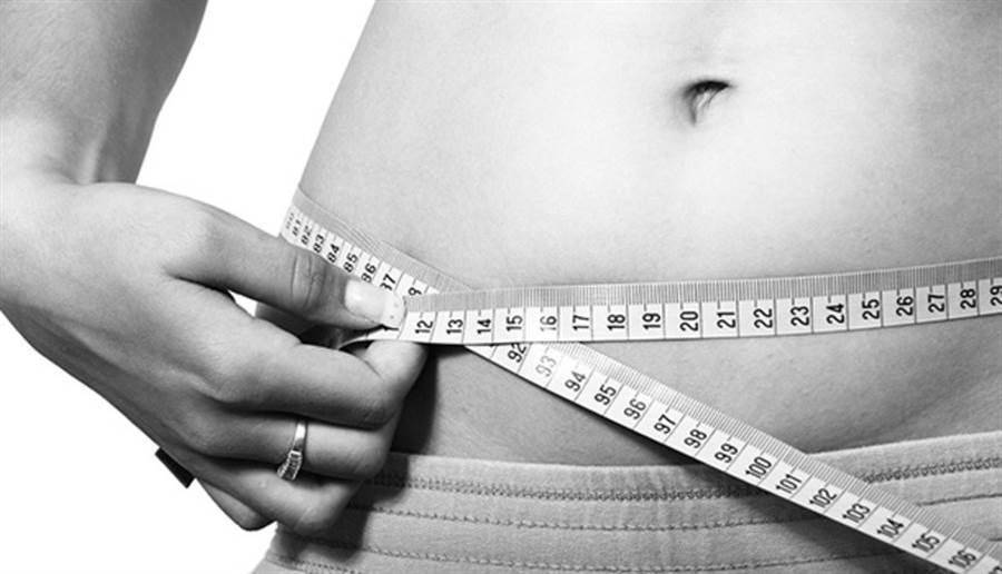 如果四肢很纖細,但腹部贅肉特別多,要小心你也可能是「瘦胖子」。(圖片來源:pixabay)