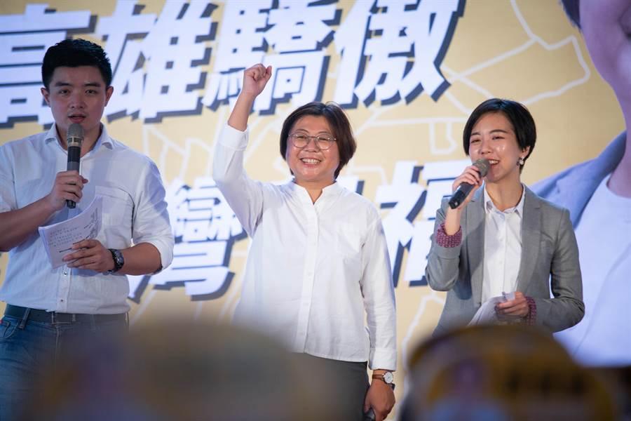 時代力量立委參選人陳惠敏12日舉行競選總部成立大會,黨內同志紛紛到場加油打氣。(袁庭堯攝)