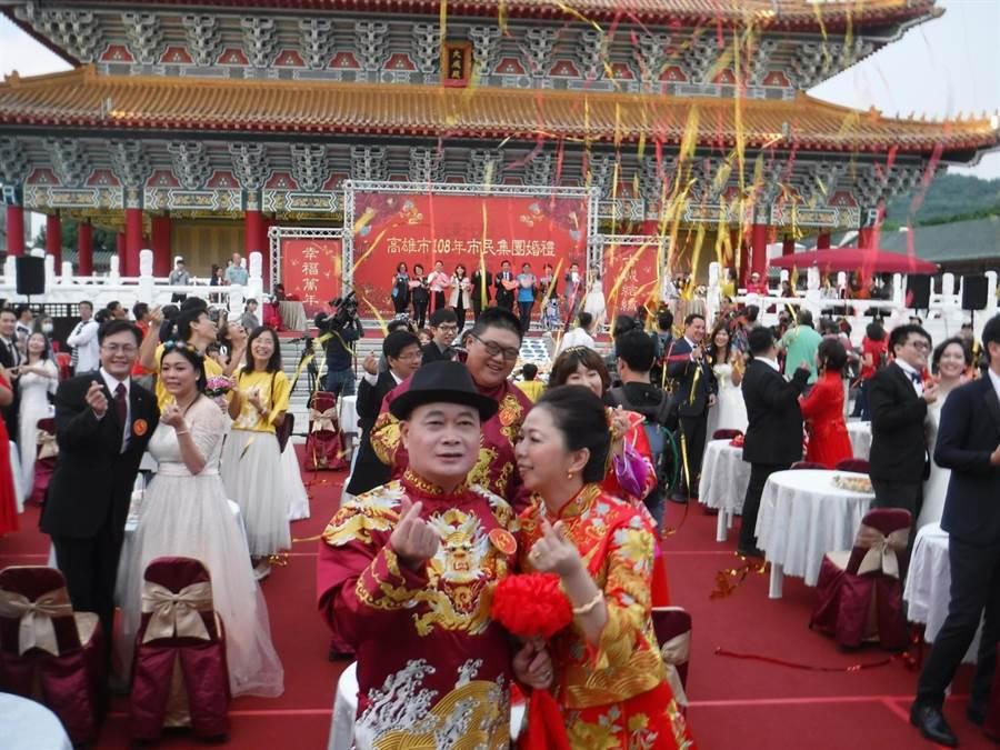 高雄市重要囍事集團婚禮活動,12日在左營孔廟登場。(林雅惠攝)