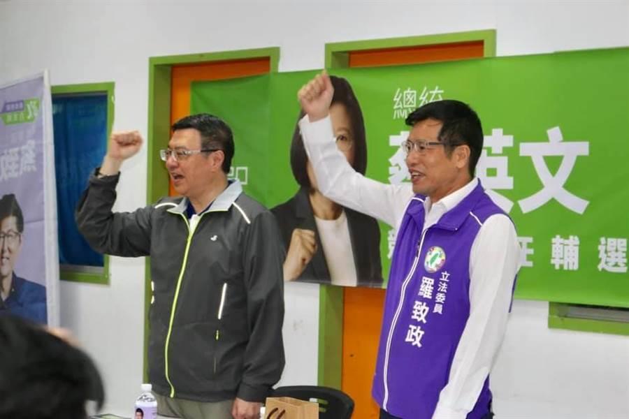 民進黨主席卓榮泰今(12日)下午前往新北市板橋區替立委羅致政輔選。(羅致政服務處提供)