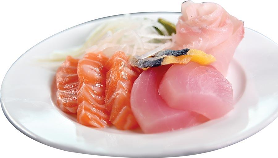 台北六福萬怡酒店〈敘日〉餐廳為semi-buffet餐廳,10月下旬起客人可單點牛排為主餐,並在buffet檯上取用生魚片等料理。◎圖/姚舜
