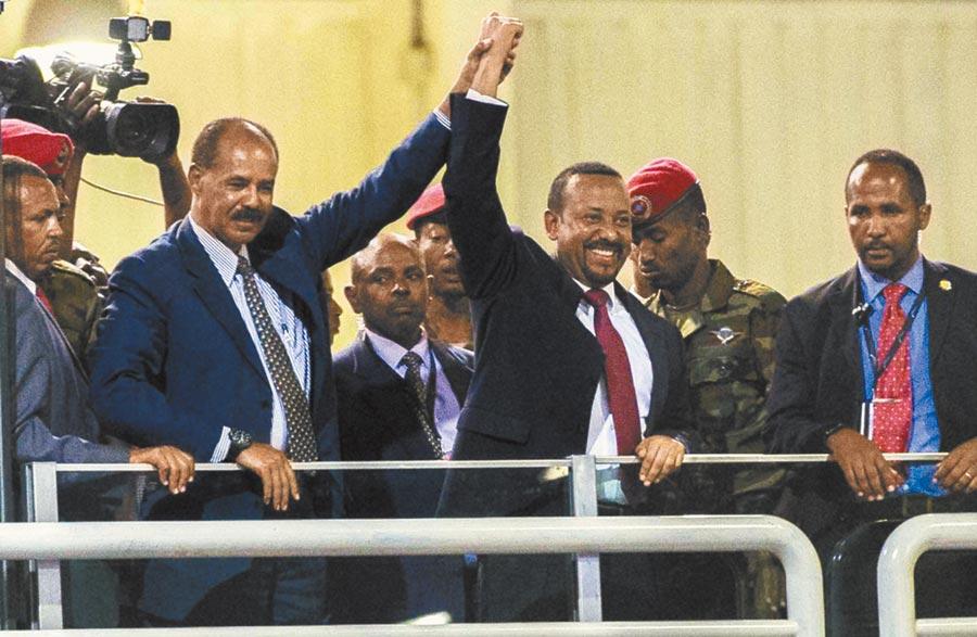 2019年諾貝爾和平獎昨揭曉,由東非衣索比亞總理阿比.阿邁德(中)獲殊榮。(美聯社)