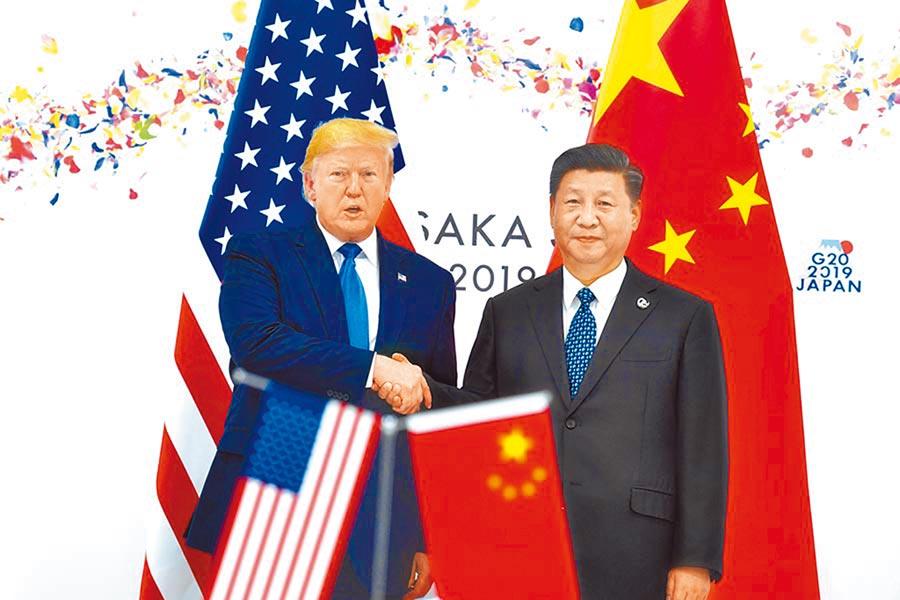 陸美貿易衝突有解?美國總統川普10日表示,陸美貿易談判進展順利,受此樂觀情緒影響,美股11日早盤開盤大漲超過300點。圖為川習會。(本報資料照片)