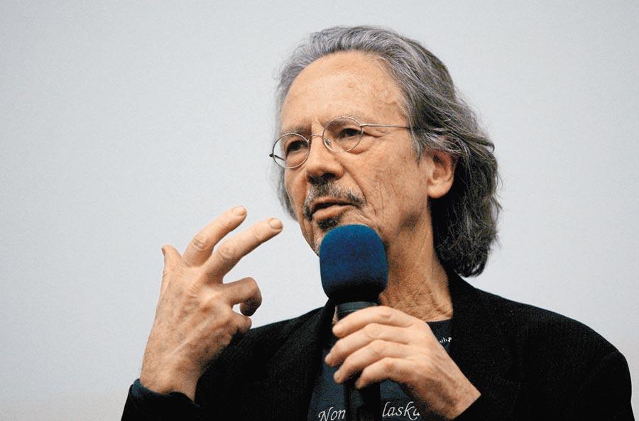 新出爐的諾貝爾文學獎得主漢德克,因個人政治立場而備受爭議。(路透)