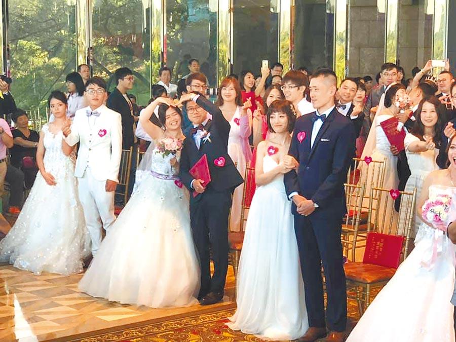 88對新人參加桃園市聯合婚禮。(呂筱蟬攝)