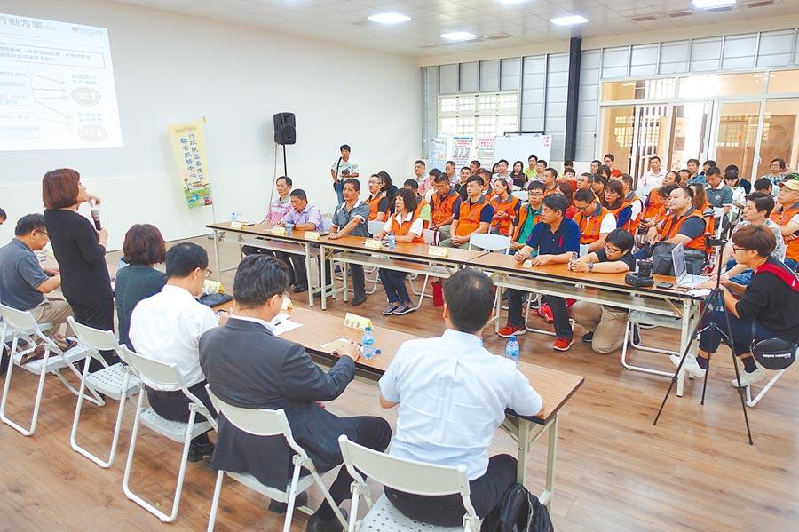 國發會與經濟部中小企業處等官員下鄉和雲林中小企業主座談。(許素惠攝)