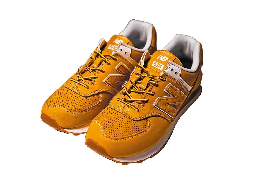 團團獨家引進Junya Watanabe Man × New Balance聯名系列,574休閒鞋7300元。(團團提供)