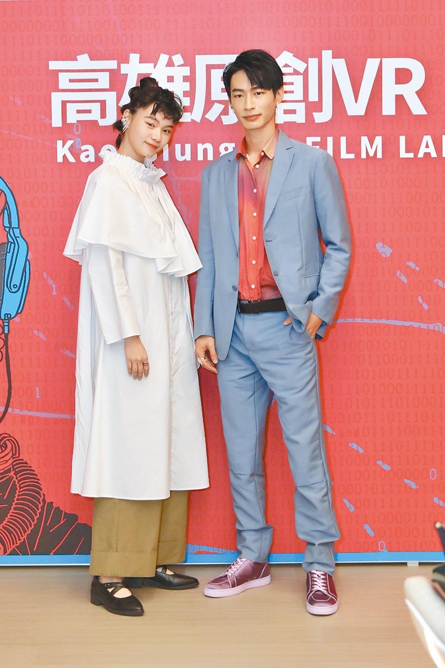 王真琳(左)跟黃河主演《看著我》在雄影放映。(雄影提供)