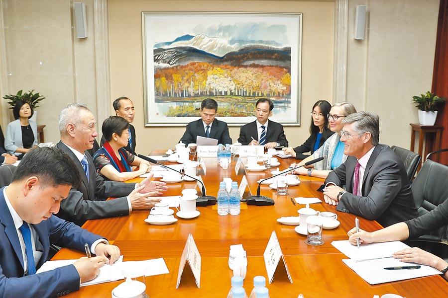 9月10日,中共中央政治局委員、國務院副總理劉鶴在北京應約會見美國花旗集團首席執行官高沛德。(中新社)