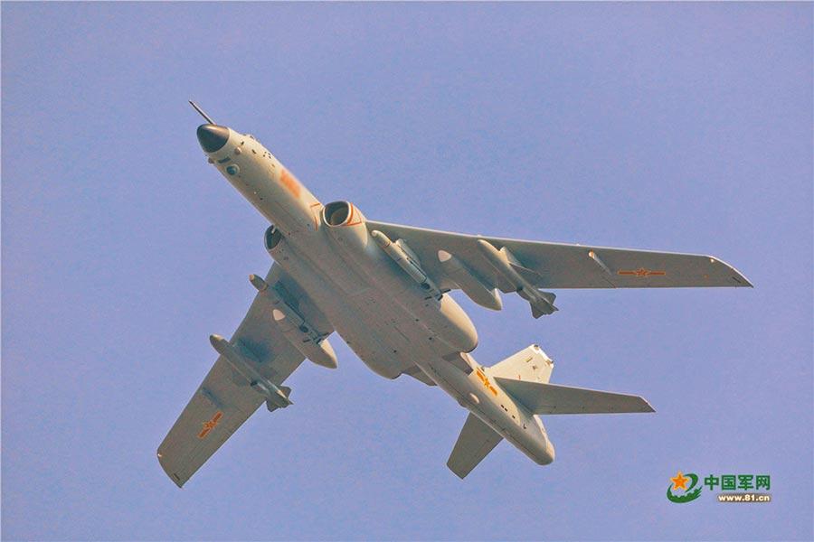 轟-6N戰略轟炸機在大陸十一首次亮相,其意義堪比殲-20隱形戰鬥機。(取自中國軍網)